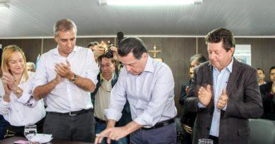 Governador Marconi assina convênio de R$ 2 milhões para Cocalzinho, ato solene ocorreu na Câmara Municipal